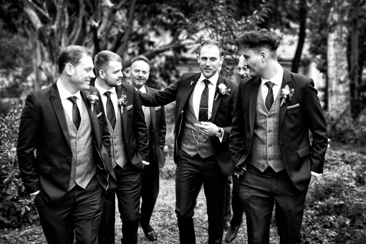 groom and guys arriving